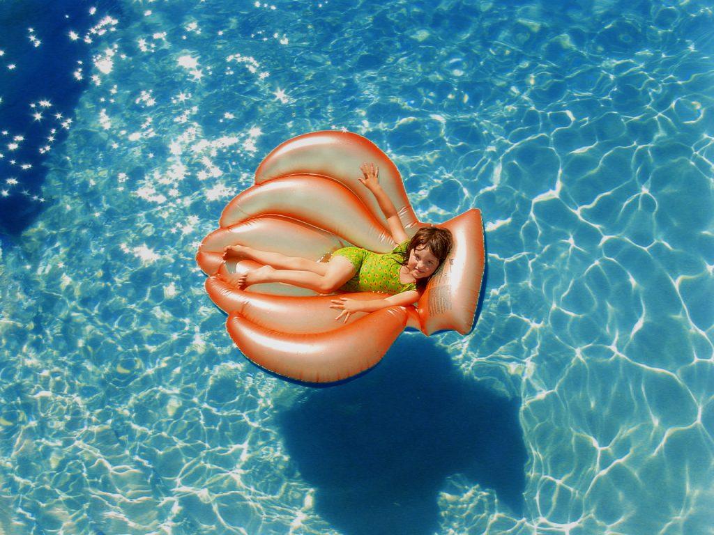 beach-child-enjoyment-755042